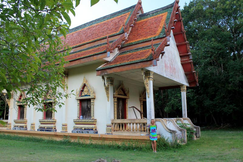 buddhist-temple-on-koh-lanta
