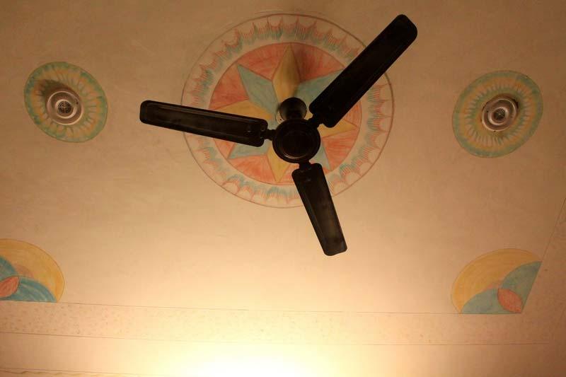 30-ventilyator-na-potolke-indiya