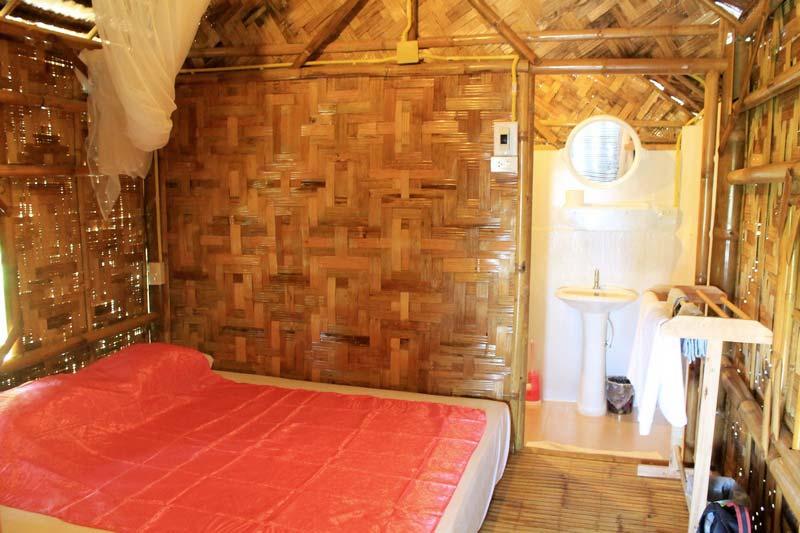 4-foto-p-u-r-room-bamboo-vungalow
