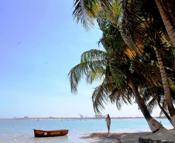 25-бока-чика-пальмы-над-водой