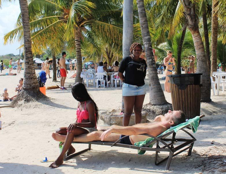 27-доминиканки