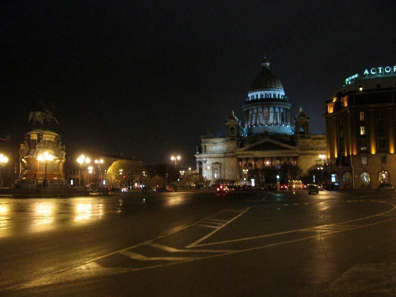 Исаакиевский собор ночью