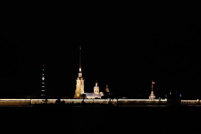2-петропавловсая-крепость-ночью