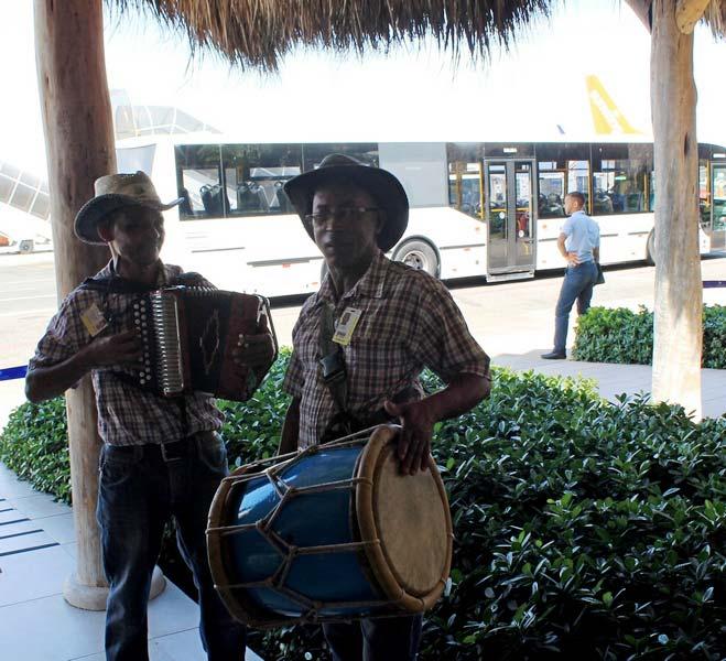 7-уличные-музыканты-доминикане