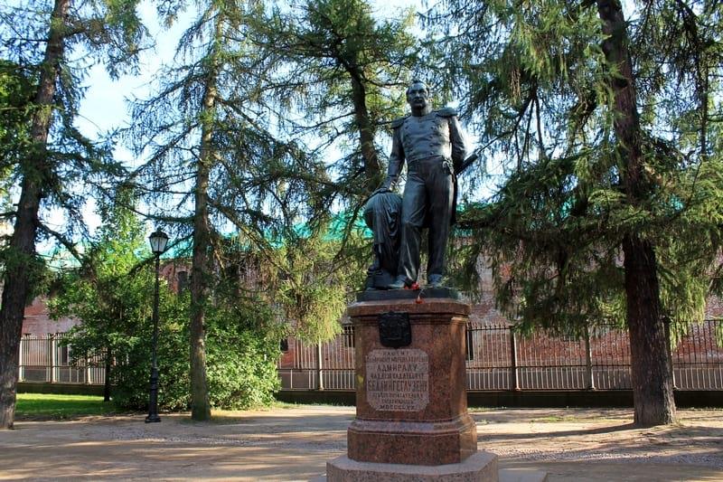 9 памятник Ф. Ф. Беллингсгаузену