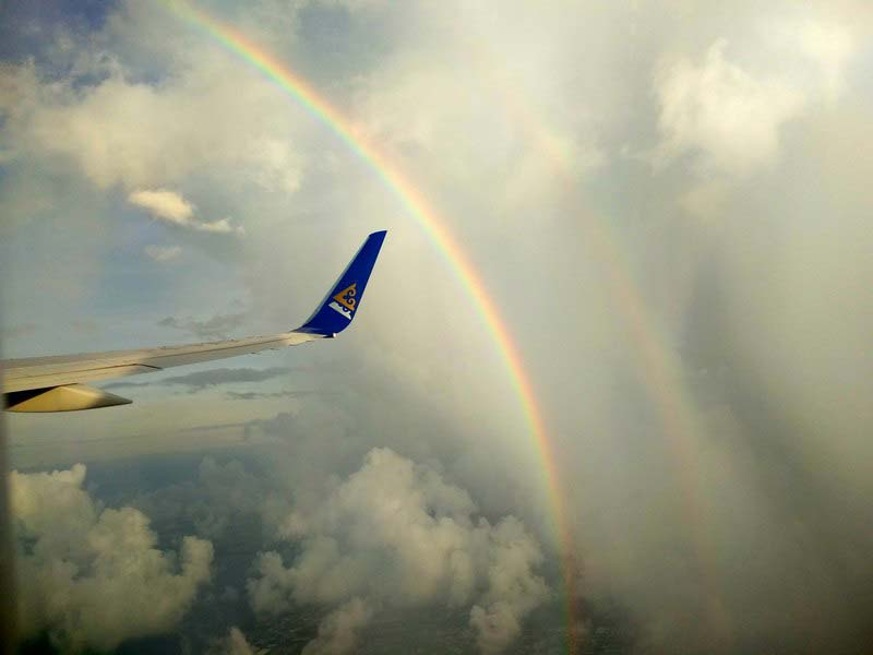 радуга-над-крылом-самолета