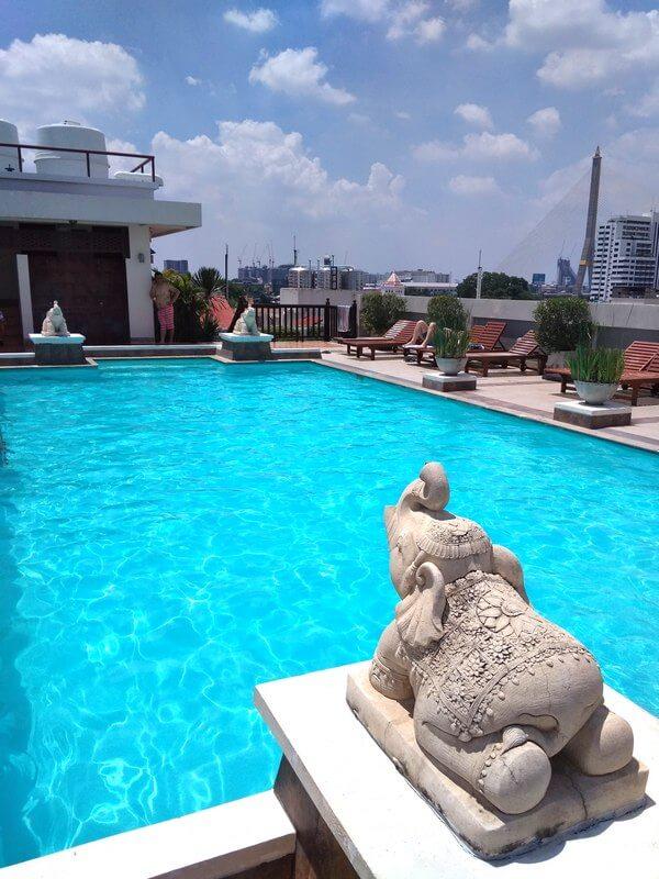 Rambuttri Village Plaza swimming pool