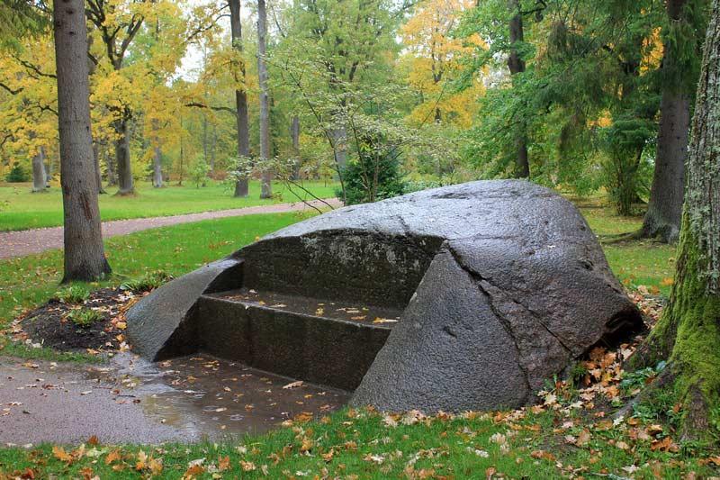 каменная-скамья