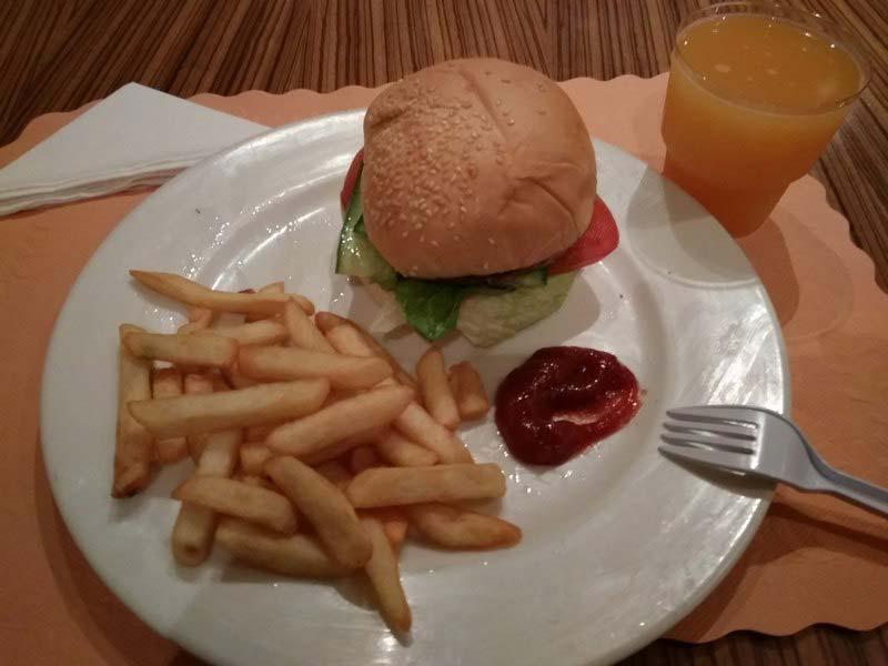 бесплатное-питание-аэропорт-Бахрейна