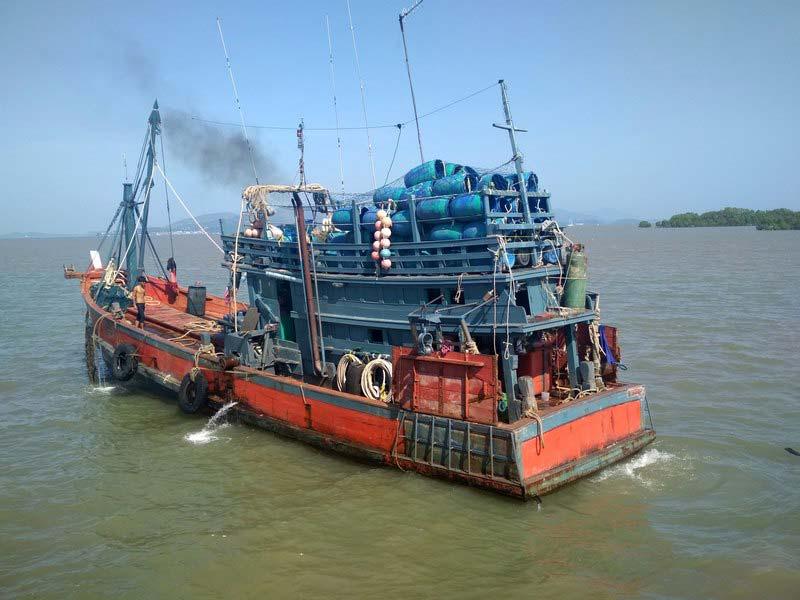 тайский-рыболовный-корабль