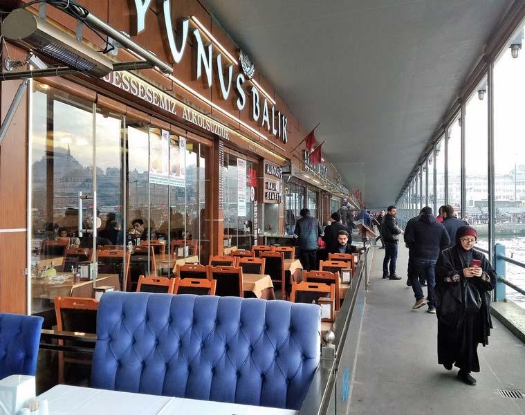 стамбульские-кафе-на-набережной