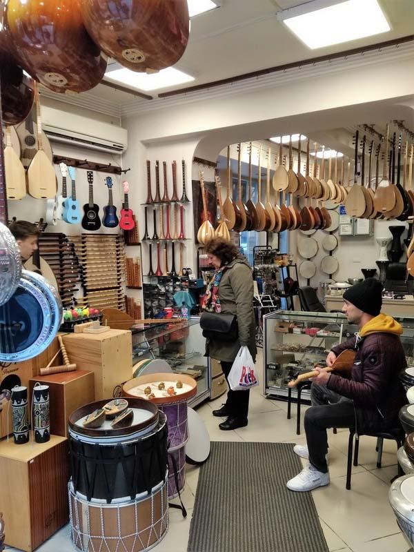 Стамбул-магазин-музыкальных-инструментов