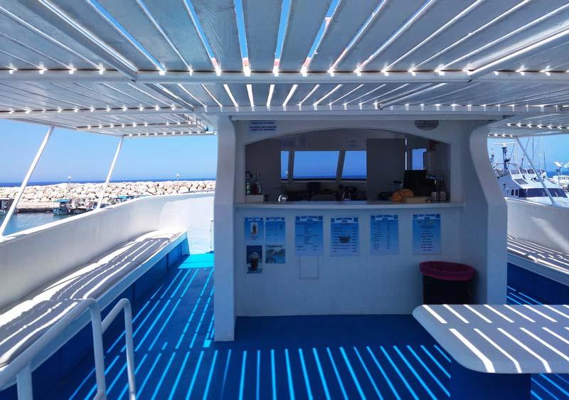 Лодка-в-голубую-лагуну-Кипр
