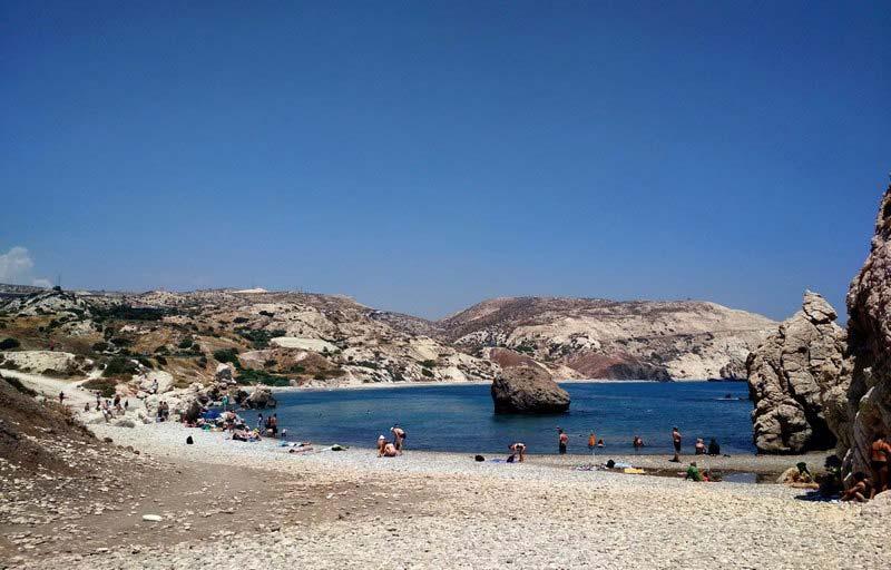 Пляж-в-бухте-Афродиты